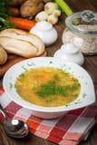 Soep met gerst en kippenspiermagen stock foto's