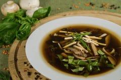 Soep met shiitake, miso en greens Stock Foto