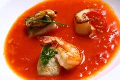 Soep met zeevruchten en groenten Stock Afbeeldingen
