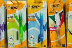 Soest, Германия - 3-ье января 2019: Карандаши и ручка BIC для продажи в магазине стоковые изображения