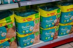 Soest, Германия - 9-ое января 2018: Пакет Pampers для продажи в магазине Rossmann Pampers американский бренд имени младенца и стоковое изображение