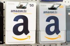 Soest, Alemanha - 29 de dezembro de 2018: Vales-oferta das Amazonas para a venda na loja imagem de stock