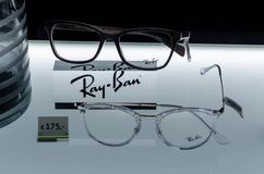 Soest, Alemania - 14 de enero de 2019: Vidrios de Ray-Ban en la ventana de la tienda foto de archivo libre de regalías