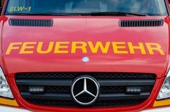 Soest, Duitsland - December 18, 2017: De vrachtwagen Feuerwehr Soest 112 van de brandweerkorpsdienst is het Europese alarmnummer  royalty-vrije stock foto's