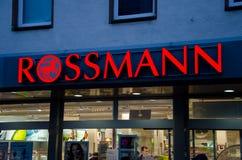 Soest, Duitsland - December 19, 2017: Rossmannopslag Rossmann is second-largest drogisterij van Duitsland met andere 3.600 binnen royalty-vrije stock afbeelding