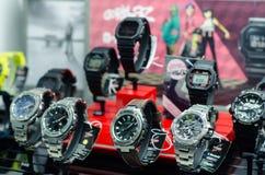 Soest, Duitsland - Januari 14, 2019: Casio g-Schok horloges in het winkelvenster royalty-vrije stock foto