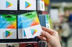 Soest, Duitsland - Januari 8, 2019: GOOGLE PLAY-giftkaarten voor verkoop in de winkel stock foto
