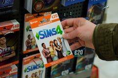 Soest, Duitsland - Januari 8, 2019: Sims4 Kaarten voor verkoop in de winkel stock foto's