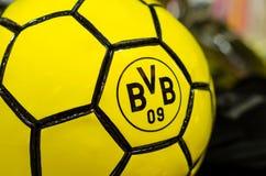 Soest Niemcy, Grudzień, - 27, 2017: Piłka z logo FC borussia dortmund BVB obraz royalty free
