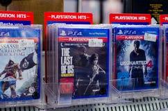 Soest Niemcy, Grudzień, - 22, 2018: Sony PlayStation 4 gry dla sprzedaży w MÃ ¼ ller supermarkecie zdjęcie stock