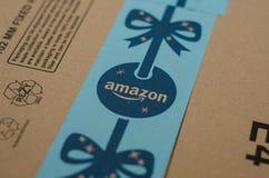 Soest Tyskland - December 12, 2018: Amazon Primekartong royaltyfri fotografi