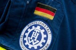 Soest Tyskland - December 31, 2017: Tysk federal myndighet för tekniska den tyska lättnadslappen: Bundesanstalt Technisches Hilfs royaltyfria bilder