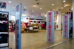 Soest Tyskland - December 12, 2018: Woolworth shoppar royaltyfria foton