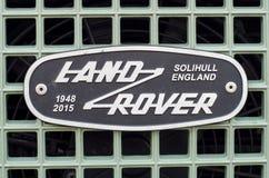 Soest Tyskland - Januari 10, 2018: Land Rover Grille Emblem Badge royaltyfria bilder