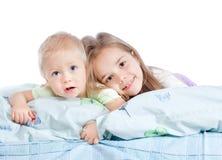 Soeur et frère adorables Image libre de droits