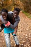 Soeurs africaines ayant l'amusement Images libres de droits