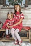 Soeurs le temps de Noël Images libres de droits