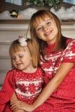 Soeurs le temps de Noël Photos libres de droits