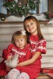 Soeurs le temps de Noël Photo libre de droits