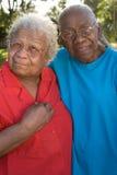 Soeurs mûres heureuses d'Afro-américain riant et souriant Images libres de droits