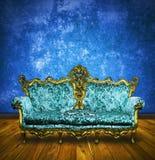 Sofà del Victorian nella retro stanza Fotografia Stock