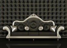 Sofà di cuoio classico con un blocco per grafici d'argento Fotografia Stock