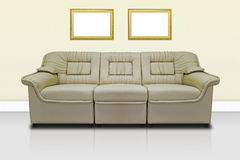 Sofà moderno beige Fotografia Stock