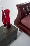 sofà rosso di cuoio di vetro Immagini Stock