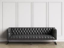 Sofà trapuntato classico in cuoio nero nell'interno classico con lo spazio della copia royalty illustrazione gratis