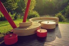 Sofá al aire libre en piso de madera Imágenes de archivo libres de regalías