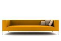 Sofá alaranjado isolado no branco Fotografia de Stock