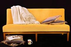 Sofá amarillo Fotos de archivo
