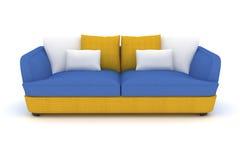 sofá azul amarillo con las almohadas blancas Foto de archivo