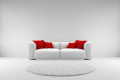 Sofá branco com descansos vermelhos Imagem de Stock