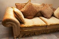 Sofá com descansos macios Foto de Stock Royalty Free