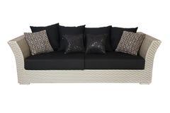 Sofá con las almohadillas aisladas en blanco Foto de archivo