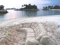 Sofá da areia na praia imagem de stock royalty free