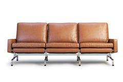 Sofá de couro de Brown o sofá 3d de Três-Seat rende imagem de stock royalty free