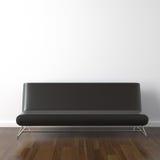 Sofá de couro preto no branco fotografia de stock