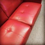 Sofá de couro vermelho Imagem de Stock