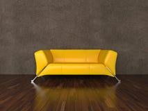 Sofá de cuero amarillo Fotos de archivo libres de regalías