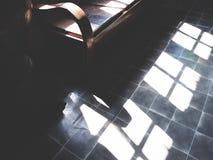 Sofá de cuero marrón del vintage imagen de archivo