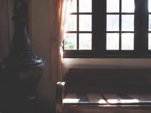 Sofá de cuero marrón del vintage imagen de archivo libre de regalías
