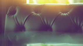 Sofá de cuero negro Imagenes de archivo