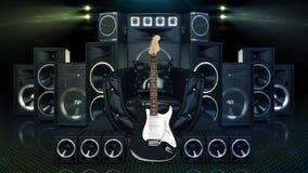 Sofá de cuero rodeado por los altavoces y la guitarra eléctrica Imagenes de archivo