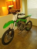 Sofá de Dirtbike foto de stock