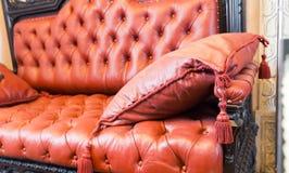 Sofá de Luxuroius foto de archivo