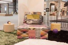 Sofá de Missoni en la exhibición en HOMI, demostración internacional del hogar en Milán, Italia Foto de archivo