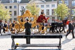 Sofá de oro de Alexander el rey de Países Bajos Fotografía de archivo libre de regalías