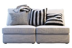 Sofá do kivik de Ikea com mantas e descansos fotografia de stock royalty free